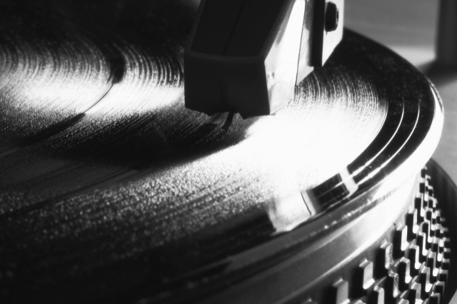 See Vinyl Record Playing Magnified 1000 Times