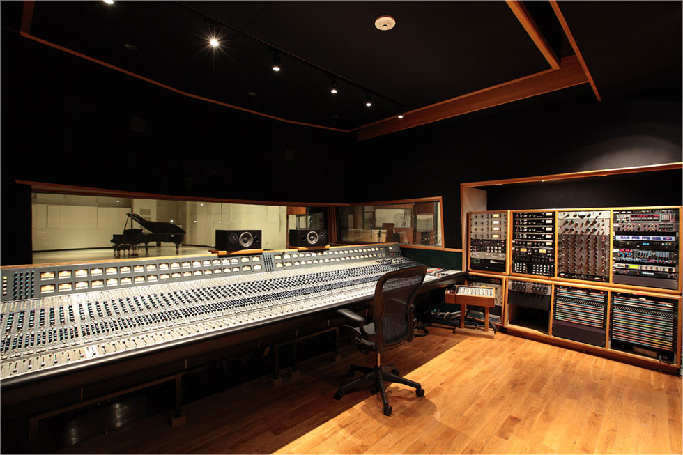 Control_Room_studio_1_EastWest