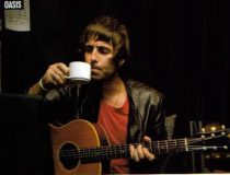 liam-gallagher-acoustic-guitar